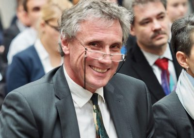 Dr.  Volker Krieger